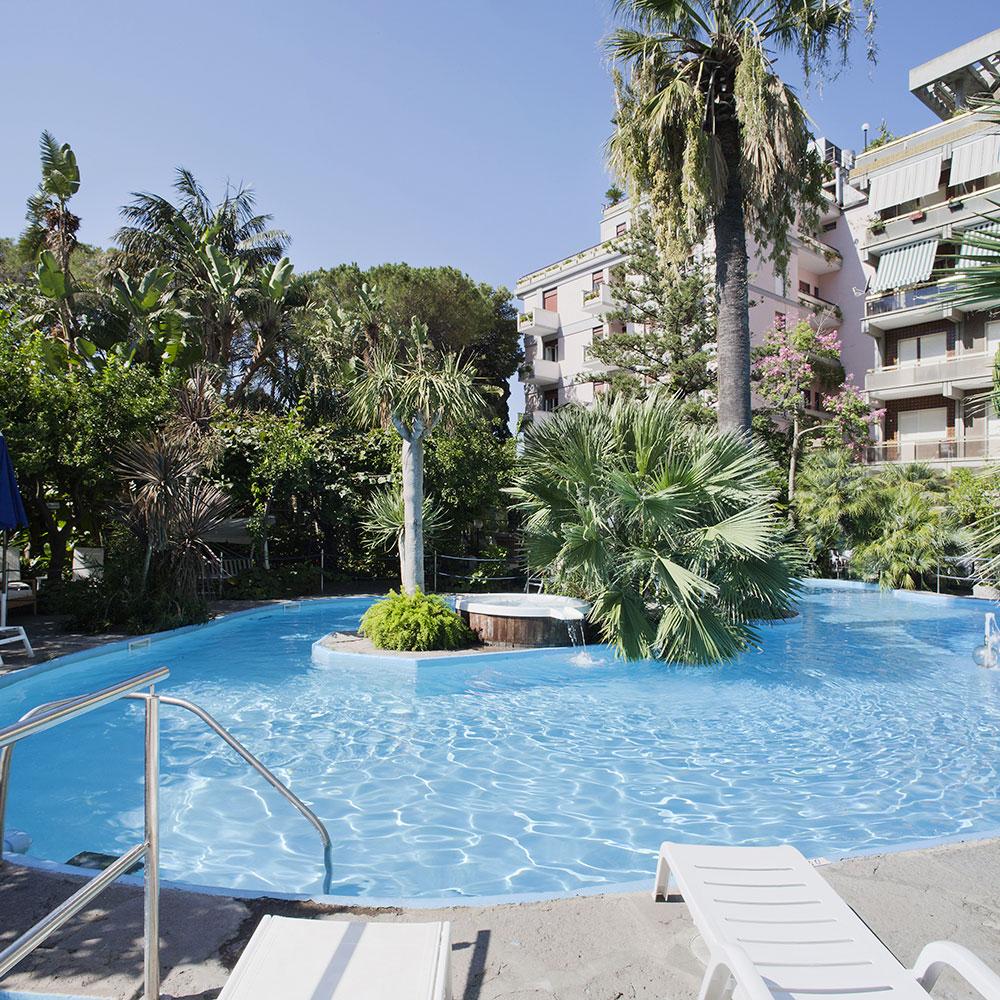 Hotel 4 stelle costiera amalfitana albergo piscina maiori - Hotel cervia 4 stelle con piscina ...